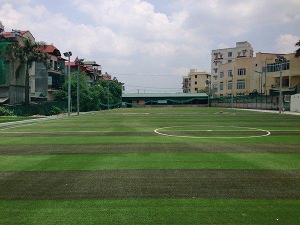 Thi công sân bóng cỏ nhân tạo khu công nghiệp Tiên Sơn Bắc Ninh