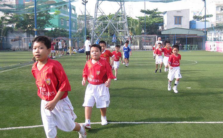Bóng đá sân chơi an toàn khi hè về