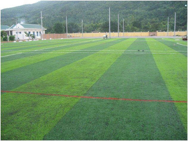 Cách làm sân bóng cỏ nhân tạo