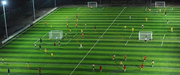 Sân cỏ nhân tạo nâng tầm bóng đá