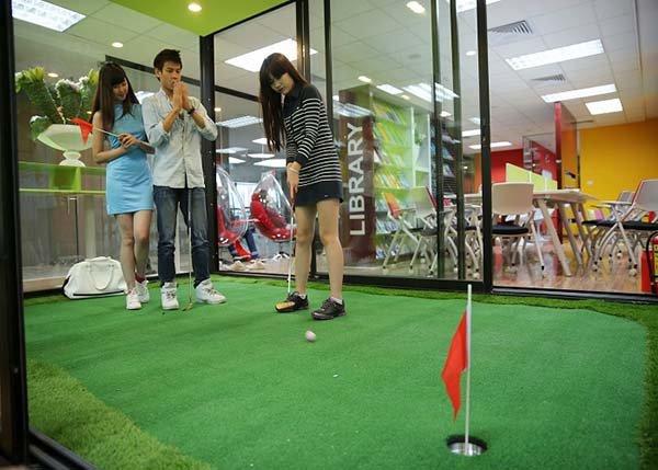 thi-cong-co-nhan-tao-san-golf-1