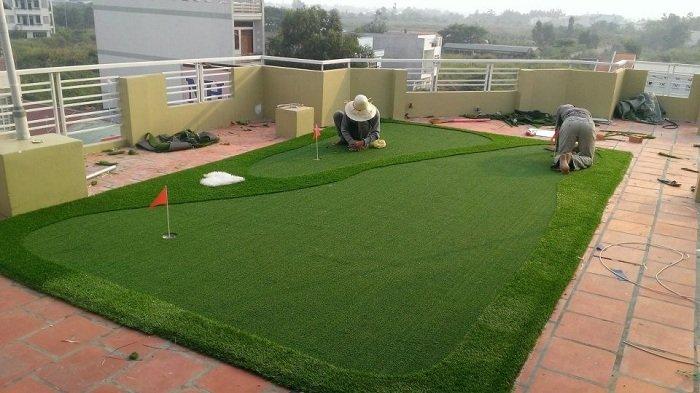 sân golf cỏ nhân tạo trên sân thượng giải pháo cho nhà có khoảng sân hạn chế