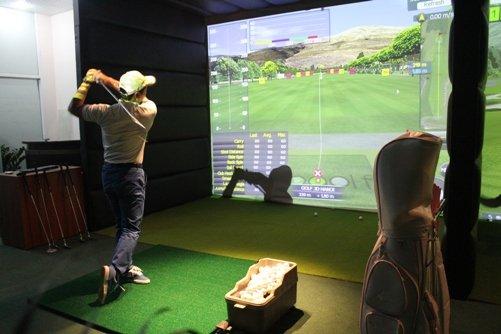 Sân golf cỏ nhân tạo màn hình mang lại những trải nghiệm thú vị như chơi trên sân golf tiêu chuẩn