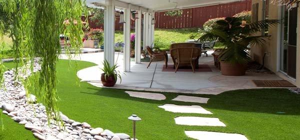 Cỏ nhân tạo sân vườn ứng dụng trong thiết kế phong thủy sân vườn