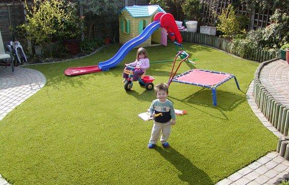 Cỏ nhân tạo sân vườn làm sân chơi cho trẻ