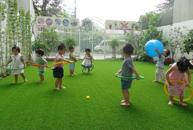 Sân chơi cỏ nhân tạo rất an toàn cho trẻ