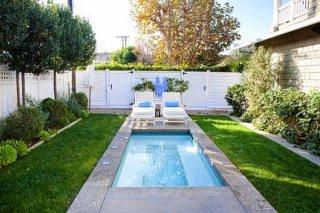 Thảm cỏ nhân tạo trang trí hồ bơi sân vườn