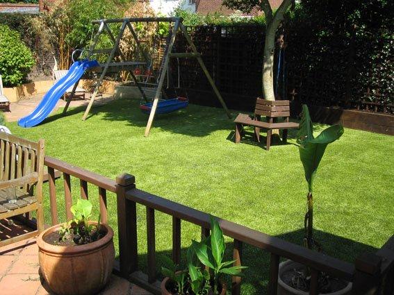 Tự làm sân vườn cỏ nhân tạo đẹp