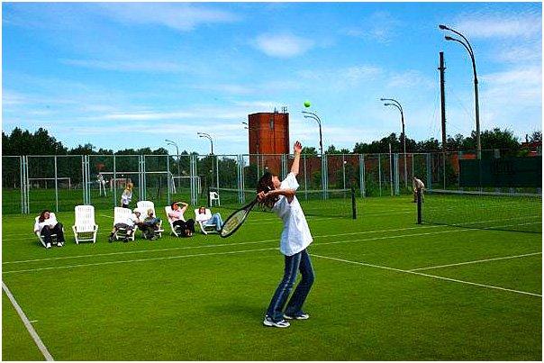 co-nhan-tao-san-tennis